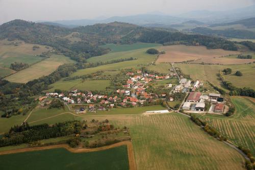 Obec Perná